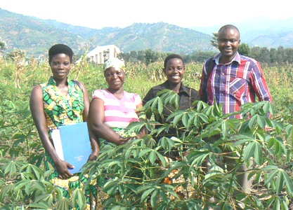 Beneficiaries and Project Manager in the Cassava Field